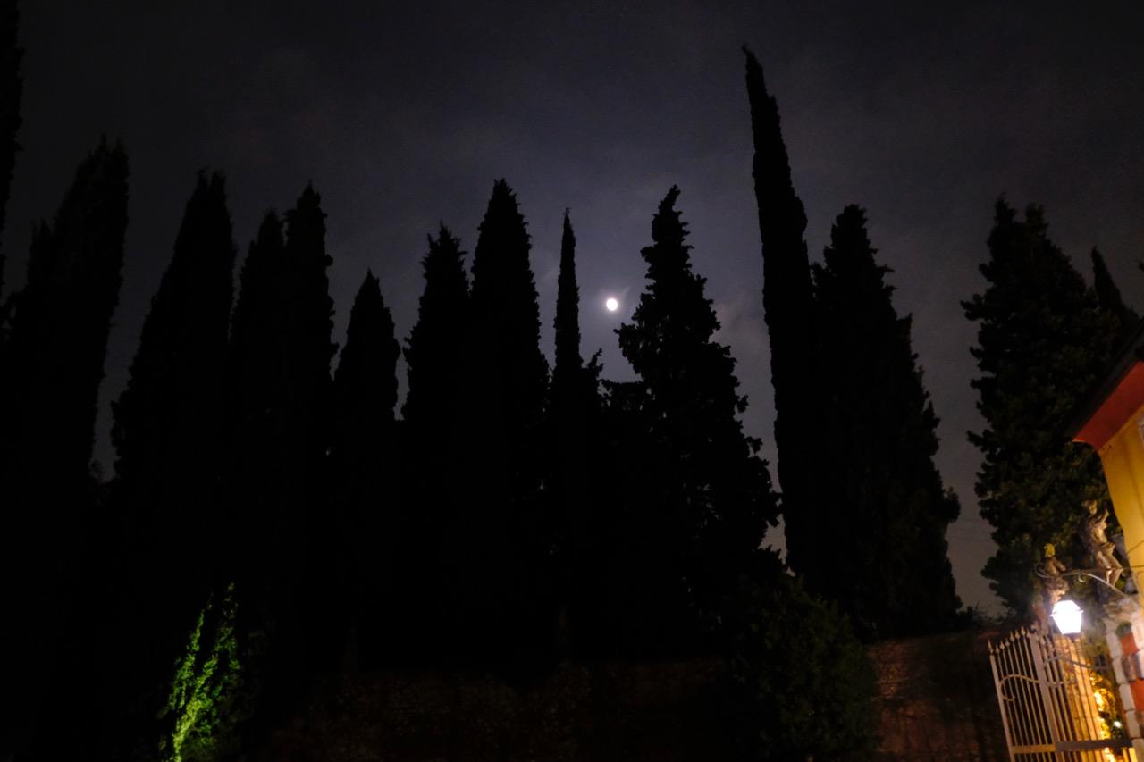 Villa Cordevigo at night