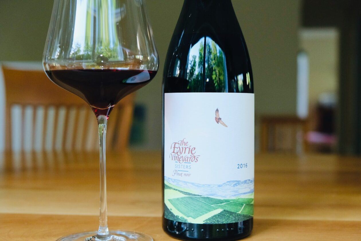 2016 Eyrie Vineyards Pinot Noir Sisters Dundee Hills
